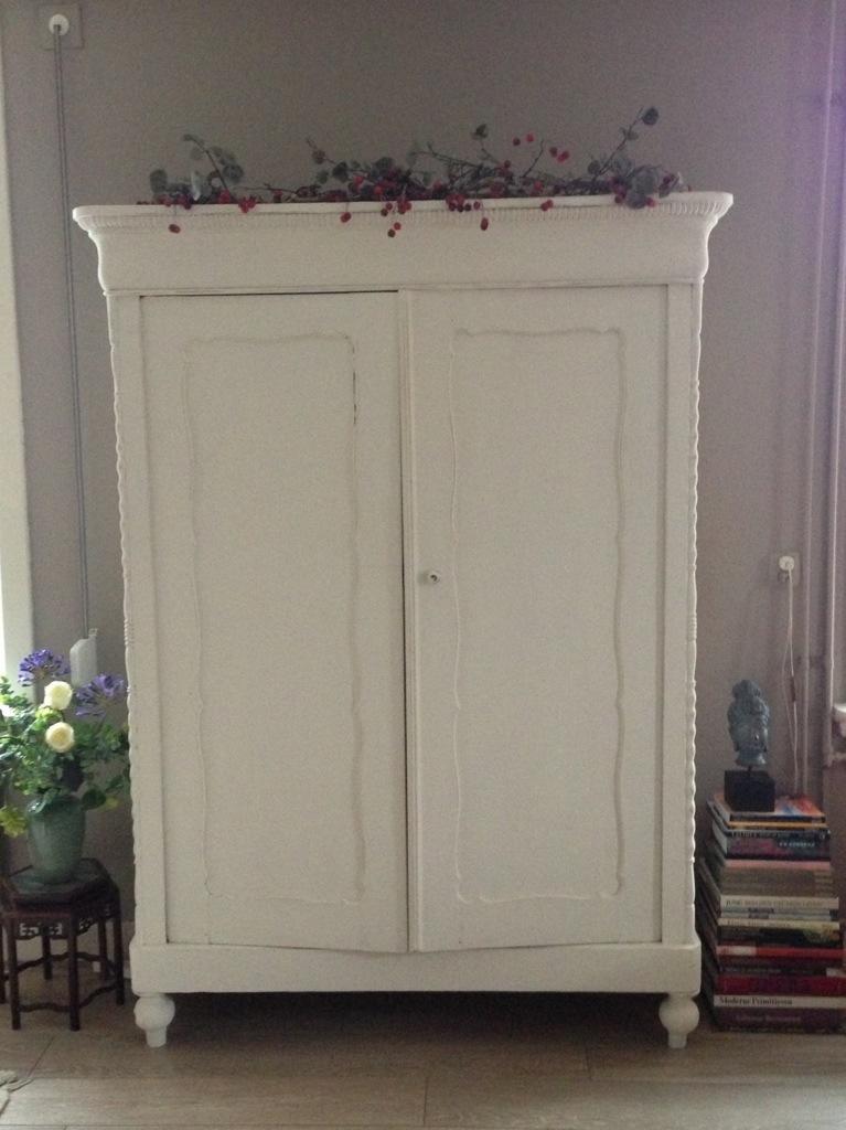 Antieke Witte Linnenkast.Brocante Witte Kast Tbo13 Tlyp